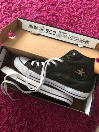 🚚 Converse sneakers