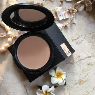 "Make Over Powerstay ""Matte Powder Foundation"""