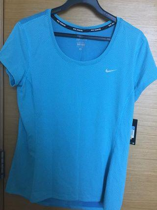 Brand New Nike Top (running) WITH TAG