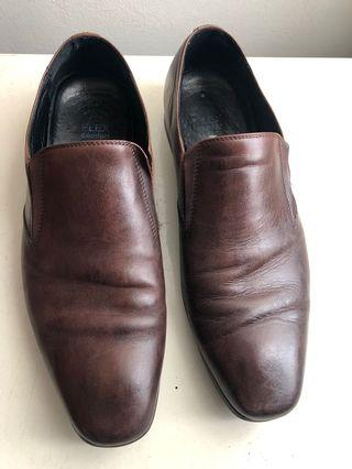 🚚 Hush Puppies Brown Leather Shoes