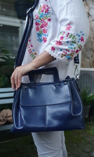 Elizabeth sling bag (Defect, condition 70%) - Navy