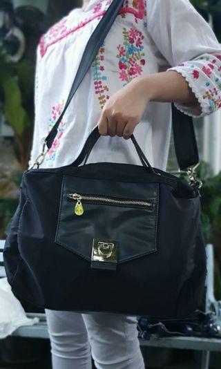 Elizabeth Shoulder Bag (condition 90%) - black