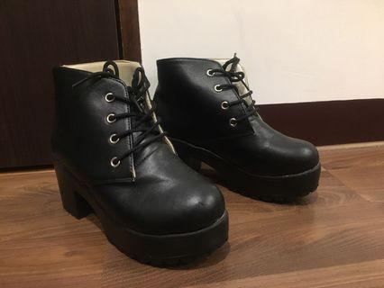 漆皮短靴 靴子黑