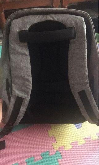 🚚 防盜防割後背包