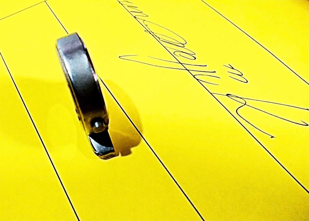 """1982年購買levi'牛仔褲""""加錢換購之物品levi座枱迷你小型時計""""保存至今""""運作正常""""合懷舊收藏迷收藏."""