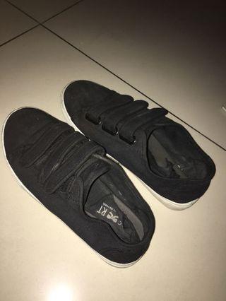 TLTSN Sepatu