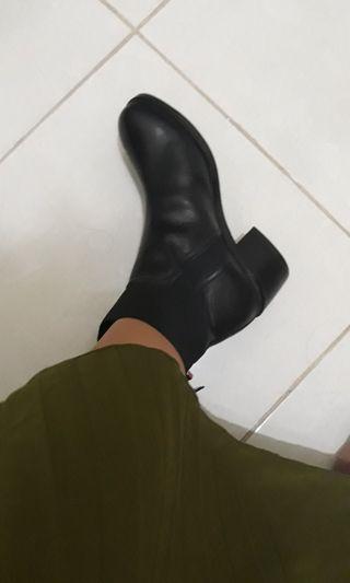Reprice Boots stradivarius size 37