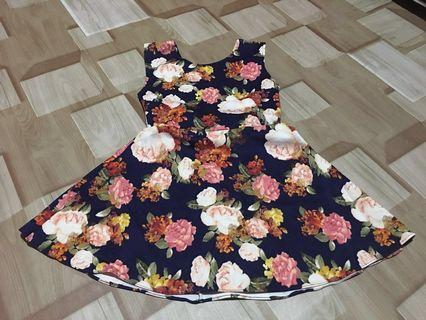 Floral dress with detailed  ribbon at the back