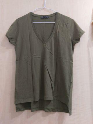 🚚 軍綠色V領短袖棉上衣