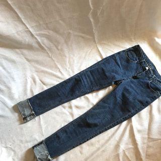 藍色折褲管牛仔褲