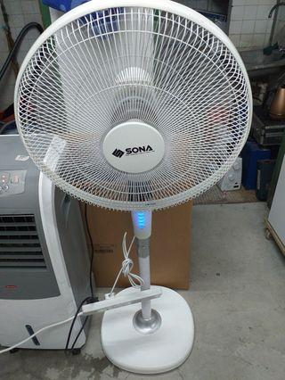 """Two item selling @$180 Both item without controller  SONA MODEL:SFS 1135 18"""" LUXURY REMOTE STAND FAN RETAIL $139  Brand:EuropAce Product Code:ECO 516Q Retail:$299"""