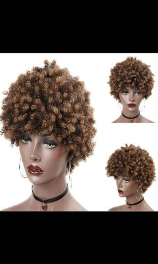 🚚 Curly synthetic hair wig
