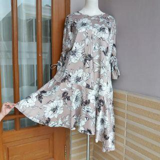Tunik/dress bunga hitam putih