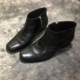 Ankle Boots Hitam Kulit Heels 3cm