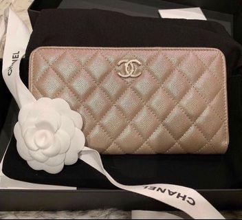 💕🦄🦄 BNIB! CHANEL 19S Beige Irisdescent Large Zipped Wallet