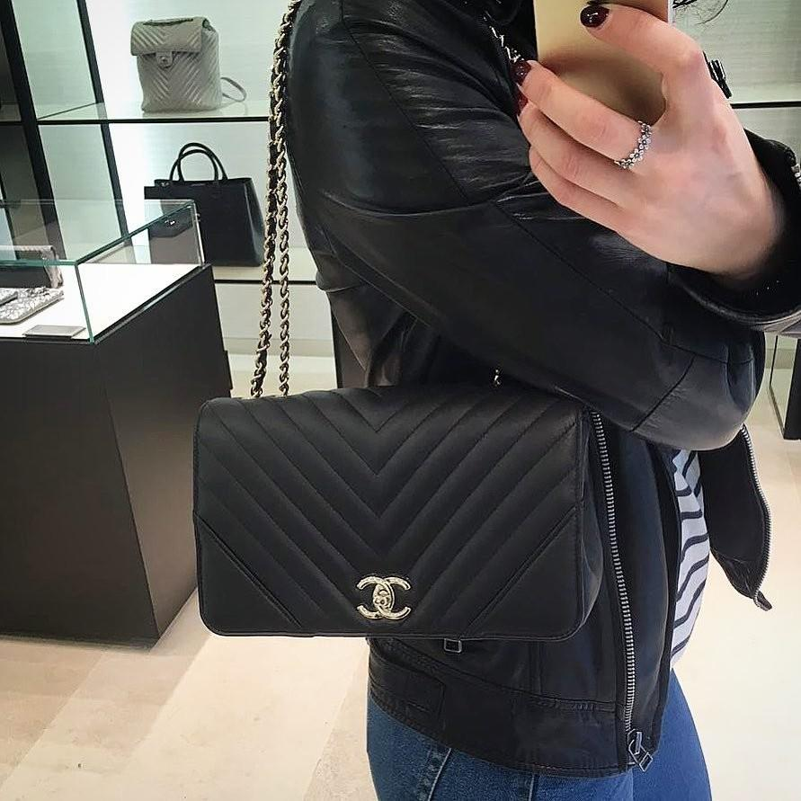 ❌RESERVED❌#26 Brand new Chanel Chevron Flap Black Calfskin with GHW