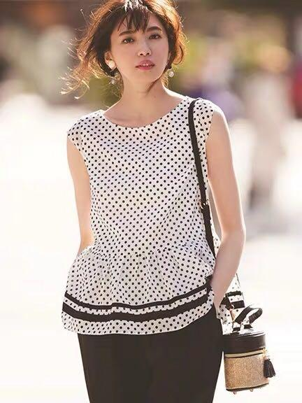 日系🎀背後蝴蝶結🎀波點上衣 Japan fashion polka dot pattern top back ribbon top - black top white top