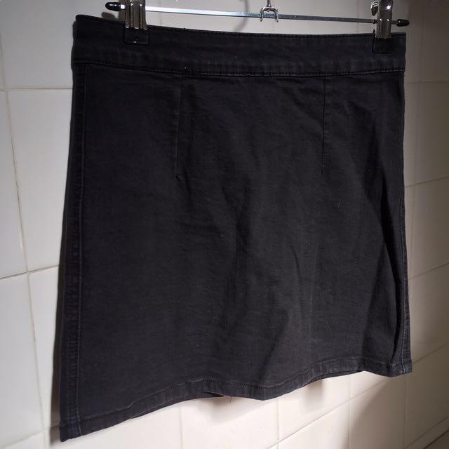Black Denim Zip A-Line Skirt (more tight-fitting)