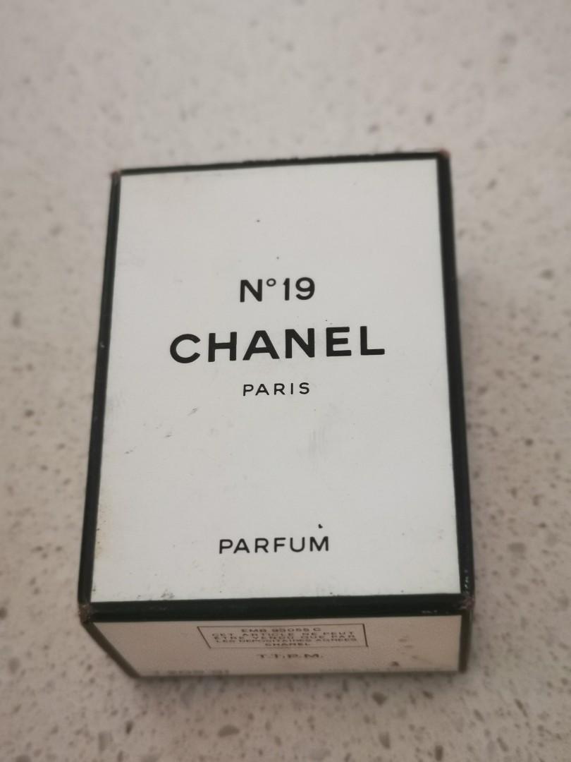 Chanel vintage perfume no 19