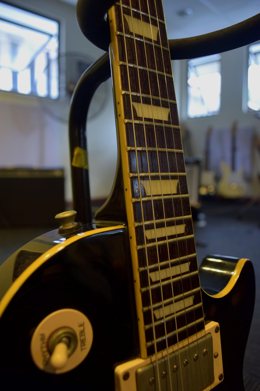 Price Reduced) Epiphone Les Paul Standard (Black), Music