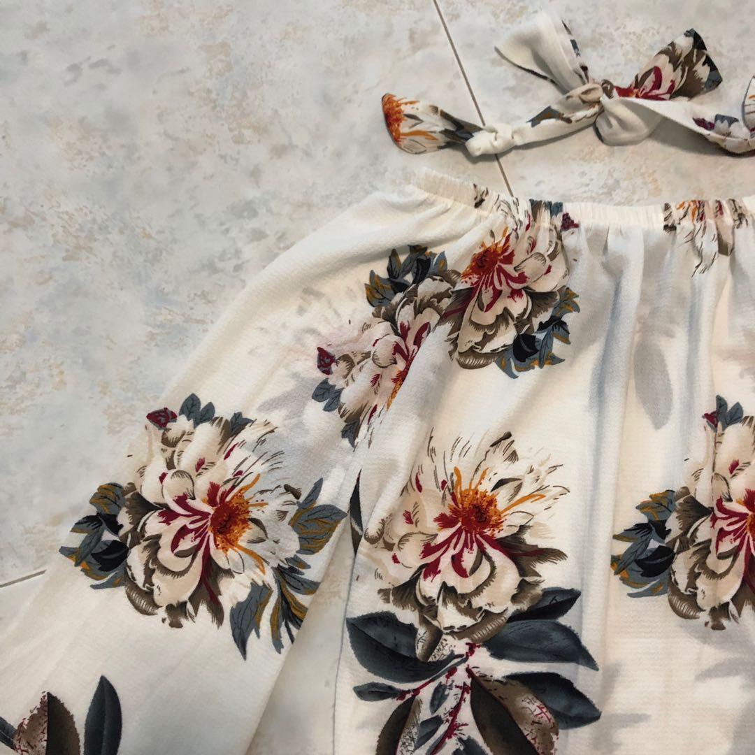 Floral off shoulder top in white