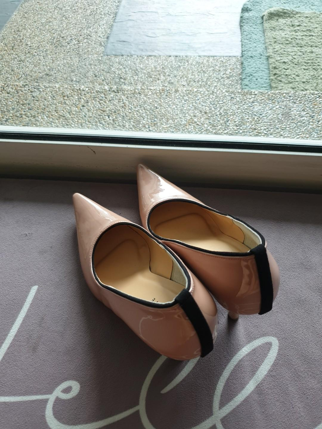 Pointed high heel nude pink color