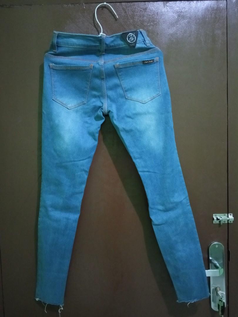 Preloved Celana Jeans Ripped