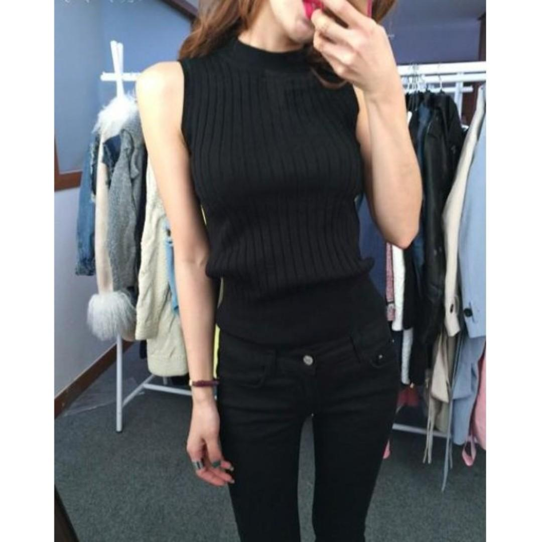 Sleeveless High neck Knitted top