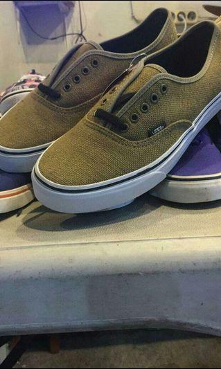 Vans Original BNIB ( BRAND NEW IN BOX )
