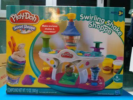 Playdoh : Swirling Shake Shoppe (includes 4 playdoh cans!)