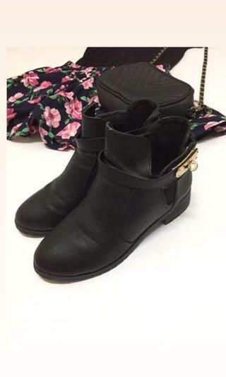 🚚 金扣黑短靴