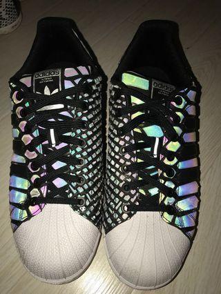 Adidas 特別版幻彩波鞋