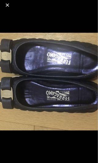 🚚 Ferragamo shoe