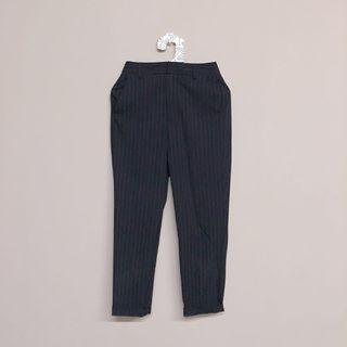 🚚 GU-條文窄管褲(深藍)