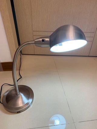 Ikea檯燈