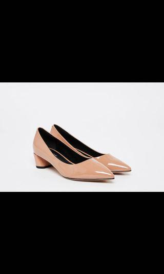 PAZZION NUDE PATENT LEATHER POINTED PUMPS