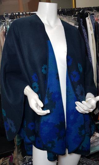 Blue black print floral warmer