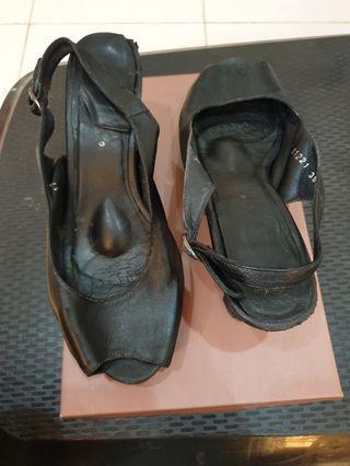 Sepatu heels Andre Valentino second