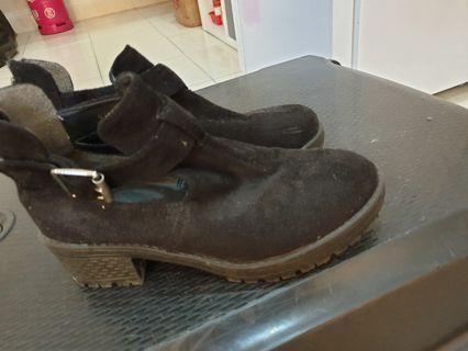 Sepatu boot Cina