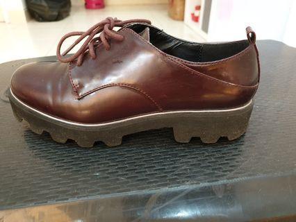 Sepatu docmart bershka