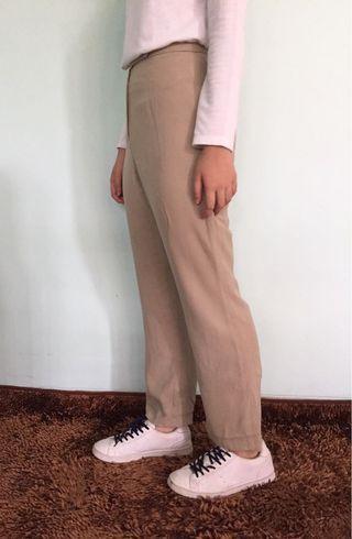 beige loose pants