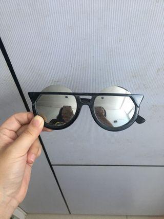 Kacamata Hitam Eye Cat