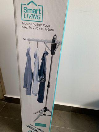 🚚 Smart living standing clothes rack