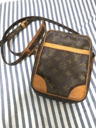 LV bag斜孭袋100%Real,80%New