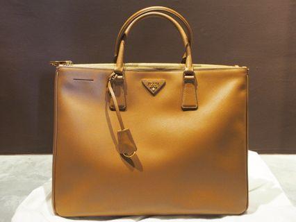 🚚 Prada Handbag Saffiano Lux Tote BN1786