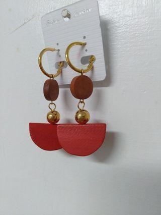🚚 小紅木耳環