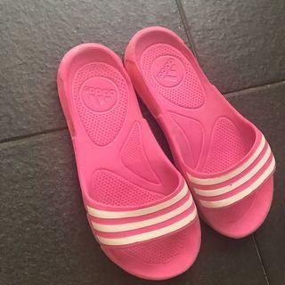 🚚 Girl's sandals adidas