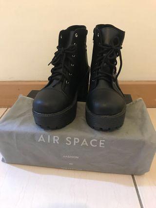 [幾乎全新]AIR SPACE厚跟黑靴