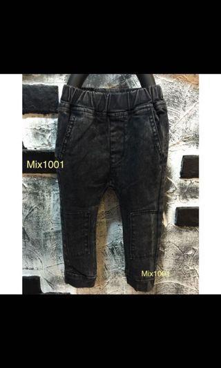 🚚 全新-黑色兒童中性牛仔褲(11號)