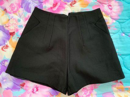 女裝黑色A 字型顯瘦短褲